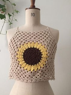 Beige sunflower crochet crop top, Size XS, 34 - Lilly is Love T-shirt Au Crochet, Bikini Crochet, Crochet Shorts, Crochet Fabric, Crochet Crop Top, Crochet Woman, Crochet Clothes, Woolen Tops, Crochet Baby Dresses
