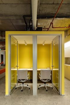 Space for introverts or complete, uninterrupted concentration spells Open Concept Office, Open Space Office, Office Fit Out, Industrial Office Design, Office Interior Design, Office Interiors, Commercial Design, Commercial Interiors, Office Pods