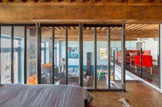 La chambre en mezzanine. Un canut Mix & Match dans un esprit loft atelier © www.lalaklak.com © photos Thomas Marquez