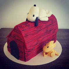 """Snoopy & Woodstock again! #snoopy #cartoon #woodstock #peanuts #movie #doghouse #dogsofinstagram #dogs #dogstagram #bird #cake #3d #bestfriend #bff…"""