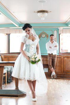 #Brautkleid #Braut #bridal #dress #bridaldress #Hochzeit #wedding #weddingdress #Dirndl #Brautdirndl - Das tolle Foto wurde gemacht von Andrea Drees: www.andreadrees.de