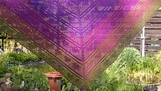 Herzerl Tuch Please note that the pattern is free, but it's in GERMAN!!!!!!!!!! There are good pics and some graphs which may help.