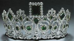 Made for Empress Joséphine, first wife of Napoléon Bonaparte by the French jeweler Bapst.  Geometric emeralds in a neo-classical diamond design, mounted on a frame of gold and silver.  Now part of the Norwegian Crown Jewels.