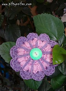 To use this fabulous flower pattern, please see the free pattern for full details :