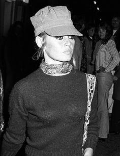 Brigitte Bardot Pin Up | p--Bellos ojos, pero mas aun si ven bien. Controlate cada año. Lee nuestro blog como relajar la vision en la PC y otros--in it