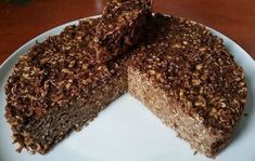 FITNESS-Torte mit Haferflocken ohne Mehl und Zucker A simple cake made of only 5 ingredients. Gf Recipes, Raw Food Recipes, Sweet Recipes, Dessert Recipes, Cooking Recipes, Oatmeal Cake, Chocolate Oatmeal, Fitness Cake, Healthy Meals To Cook