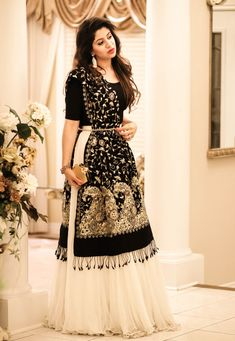 Indian Gowns Dresses, Indian Fashion Dresses, Indian Designer Outfits, Designer Dresses, Dress Fashion, Simple Pakistani Dresses, Dresses Dresses, Dresses With Sleeves, Fashion Outfits