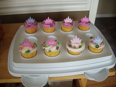 barbie crown cupcakes via Cake Central
