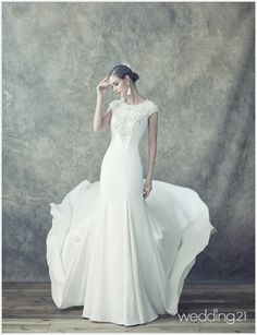 푸르고 빛나는 아름다운 웨딩드레스 컬렉션, 레이나모라