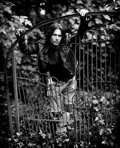 Imagen de johnny depp, black and white, and sexy