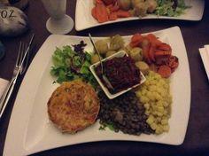 Plat végétarien au restaurant La Source à Lille Veggies, Restaurant, Beef, Vegetarian Dish, Home Made, Food, Fashion Styles, Meat, Vegetable Recipes