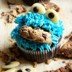 Cookie monster cupcakes by Olaahmed