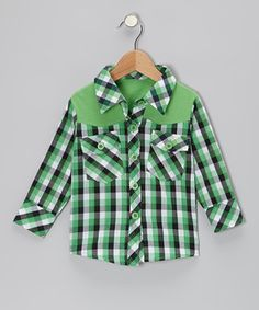 This button-up rocks country-cool style but still has plenty of polish. With soft cotton construction and unique solid shoulder panels, this stylin' piece offers a perfect layer to any little dude's outfit.
