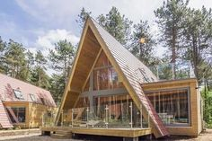 The Return of A-Frame Cabins - Rustic Design A Frame House Plans, A Frame Cabin, Triangle House, Lakefront Property, Roof Design, Tiny House Design, Cabana, Cabin Homes, Residential Architecture