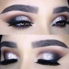Silver eyes.  Ojos plateados.