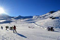 Station de sports d'hiver la plus au sud d'Europe, avec plus de 80% de jours de soleil, venez profiter de la Sierra Nevada.