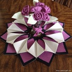 Trendy gifts for sister in law diy mothers ideas Table Runner And Placemats, Quilted Table Runners, Fabric Crafts, Sewing Crafts, Sewing Projects, Origami Candle Mat, Fabric Wreath, Easter Table Decorations, Mother's Day Diy
