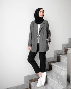 Pin by Mawarni Permadi Putri on Hijab style outfits … – Hijab Fashion 2020 Modern Hijab Fashion, Hijab Fashion Inspiration, Muslim Fashion, Fashion Men, Fall Fashion, Fashion Trends, Casual Hijab Outfit, Hijab Chic, Casual Outfits