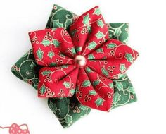 Christmas Craft Projects, Christmas Sewing, Christmas Fabric, Christmas Decorations To Make, Origami Ornaments, Fabric Ornaments, Making Fabric Flowers, Diy Flowers, Fabric Stars