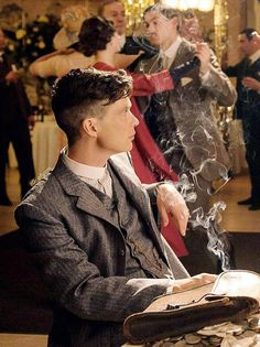 Peaky Blinders Thomas, Cillian Murphy Peaky Blinders, Shelby Brothers, Peaky Blinders Wallpaper, Steven Knight, Gents Fashion, Just Pretend, Photography Poses For Men, Online Gratis