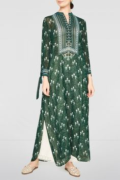 The emerald green Sachi Tunic is a great addition to any wardrobe. Style Tip: Style this tunic w Simple Kurti Designs, Kurta Designs Women, Dress Indian Style, Indian Dresses, Indian Wedding Outfits, Indian Outfits, Simple Pakistani Dresses, Pakistani Dress Design, Fancy Dress Design