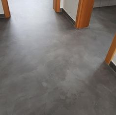 An impressive before / after picture example for modern home design. In the meantime, this type of floor design has become established. Home Design, Floor Design, Modern House Design, Linoleum Flooring, Bathroom Flooring, Hardwood Floors, Farmhouse Renovation, Amazing Life Hacks, Types Of Flooring