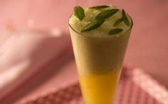 Ingredientes  3 xícaras (chá) de suco de laranja-lima 8 folhas de menta 1 xícara (chá) de Iogurte Desnatado Danone Adoçante a gosto Para decorar: menta    Modo de