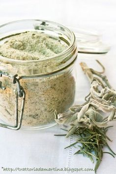 Herb flavored and Aromatic Salts New Cooking, Italian Cooking, Italian Recipes, Cooking Tips, Spice Rub, Spices And Herbs, Salvia, Diy Food, Superfood
