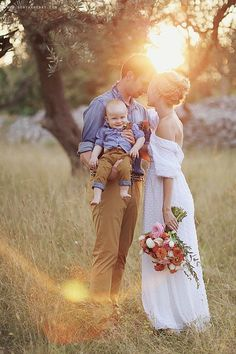 19 Ideas Wedding Photography Poses Family Kids For 2019 Summer Family Pictures, Family Photos With Baby, Family Picture Poses, Family Picture Outfits, Fall Family Photos, Family Photo Sessions, Family Posing, Family Portraits, First Year Pictures
