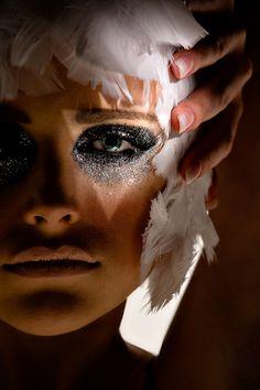 ✤ Swan-Like Makeup ARTistry