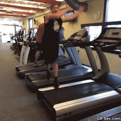 - So Funny Epic Fails Pictures Very Funny, Funny As Hell, Funny Cute, Gym Fail, Stupid Guys, Funny People, Funny Things, Funny Stuff, Funny Clips