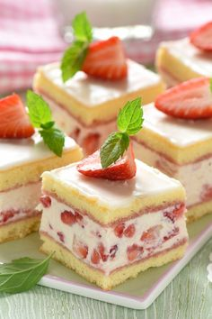 Erdbeer-Biskuit-Würfel: Stück für Stück ein Genuss