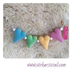#virka #crochet #amigurumi #heart #hjärta #barnvagnshänge #barnvagnsmobil…