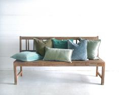 Soft stonewashed velvet cushions in a range of 20 colors! Collectie zachte fluwelen kussens in wel 20 kleuren! Velvet Cushions, Entryway Bench, Furniture, Home Decor, Entry Bench, Hall Bench, Decoration Home, Room Decor, Home Furnishings