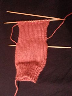 Como tejer calcetines. Tejiendo la solapa del talón Punch Needle, Knitting Socks, Gloves, Beanie, Crafts, Fashion Tips, Accessories, Patterns, Knit Socks