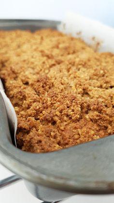 H I D D E N • V E G G I E • B R E A D Rara welke groente zit er in dit broodje/cakeje???  Je verwacht het niet maar die groene rakker zit er toch écht in! En nee, het is geen komkommer :-D
