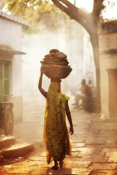 Indian VIllage Photo: Indian women carrying cow-dung caked, for cooking with via (Favorite Cake Lights) Village Photography, Indian Photography, Street Photography, Woman Photography, Village Photos, Art Village, Indian Village, Amazing India, India Culture