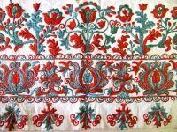Predkreslená  výšivka zo ženskej pôlky. Okolie Prievidze, polovica 19. storočia. Depozitár ÚĽUV. Foto: O. Danglová