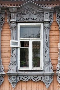 The most beautiful hydrangea decoration ideas - Fashion, Home decorating Wooden Window Frames, Wooden Windows, Arched Windows, House Windows, Windows And Doors, Wooden Architecture, Russian Architecture, Architecture Details, Traditional Windows
