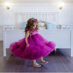 на такую пышность куда больше. 7-10 м.Но тоже от возраста и длинны платья зависит. Baby Pageant Dresses, Baby Girl Party Dresses, Cute Girl Dresses, Little Girl Dresses, Flower Girl Dresses, Baby Frocks Designs, Kids Gown, Baby Gown, Fuchsia