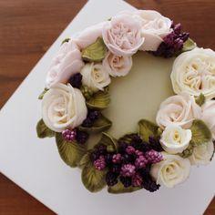 AM11:22 CAKE_ #flowercake#buttercreamcake#buttercream#florist#flower#cake#instacake#instafood#instaflower#am1122cake#amazing#specialcake#ordermade#wedding#weddingcake#wilton#wreath#julietrose#플라워케이크#플라워케익#수제케이크#꽃케이크#서울플라워케이크#플라워케이크클래스#주문케이크#케익스타그램#꽃스타그램#파티케이크#결혼선물  주문은 최소 3-4일전에 문의주세요.☺️
