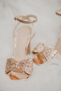 gold wedding shoes G - weddingshoes Gold Bridal Shoes, Bride Shoes, Bridal Jewelry, Rose Gold Shoes, Rose Gold Wedding Shoes, Fancy Shoes, Cute Shoes, Women's Shoes, Shoe Boots