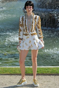 Chanel Resort 2013-- more scary models...but I'm dying over this outfit...minus the shoes. God I like clothes...
