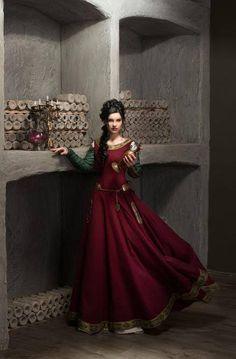 Nos remerciements les plus sincères à Eugeniya pour ce photo étonnante d'elle portant la robe « Manches vertes »