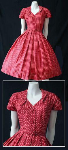 J'adore le style années 50 de cette robe!