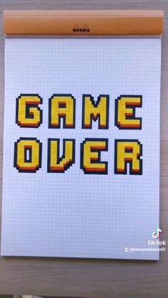 Un petit tuto lettering pour créer un lettrage effet pixels et faire un saut dans notre âme d'enfant 😉 Pixel, Chevrolet Logo, Lettering, Logos, School, Vaulting, Logo, Drawing Letters, Brush Lettering