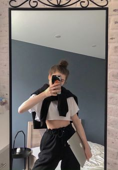 Poses For Photos, Cool Photos, Celebrity Style Casual, Vsco Pictures, Selfie Poses, How To Take Photos, Luxury Lifestyle, Aesthetic Pictures, Instagram Story