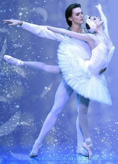 """<<Svetlana Zakharova and Denis Rodkin in """"Swan Lake"""" #  photo: from the poster of """"Bolshoi Ballet Japan Tour 2017"""" # © Japan Arts>>"""