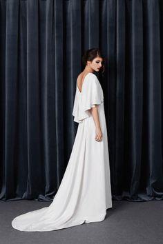 Novias con capa | Con tacones y de boda