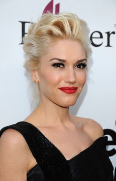 Its classic Gwen Stefani. Try LOral Paris Infallible Le Rouge in Ravishing Red. Gwen Stefani Makeup, Gwen Stefani Style, Pretty Hairstyles, Wedding Hairstyles, Messy Hairstyle, Ladies Hairstyles, Looks Party, Party Eyes, Celebrity Makeup